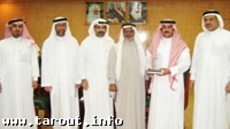 السنابس:لجنة التنمية الاجتماعية يكرمون «بلدي» القطيف